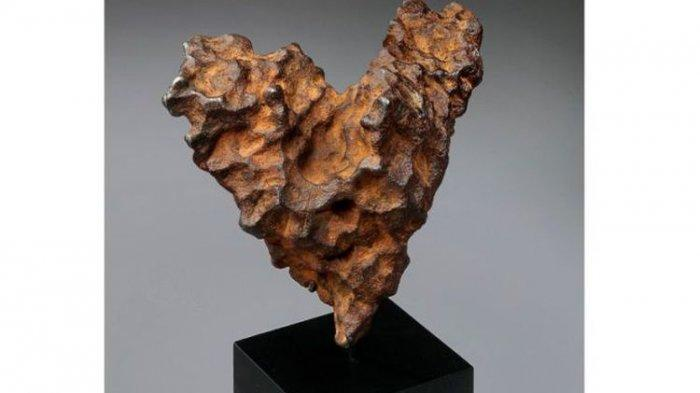 Hadiah Cokelat Sudah Biasa, Jelang Hari Valentine, Ada  Tawaran Batu Meteor Berbentuk Hati