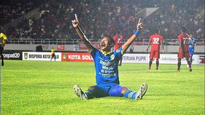 Beckham Putra selebrasi saat Persib Bandung melawan Persis Solo dalam laga uji coba di Stadion Manahan Solo, Sabtu