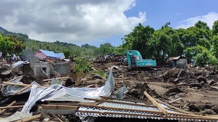 Lokasi Bencana Banjir di Desa Nelelamadike Sudah Dipenuhi Warga