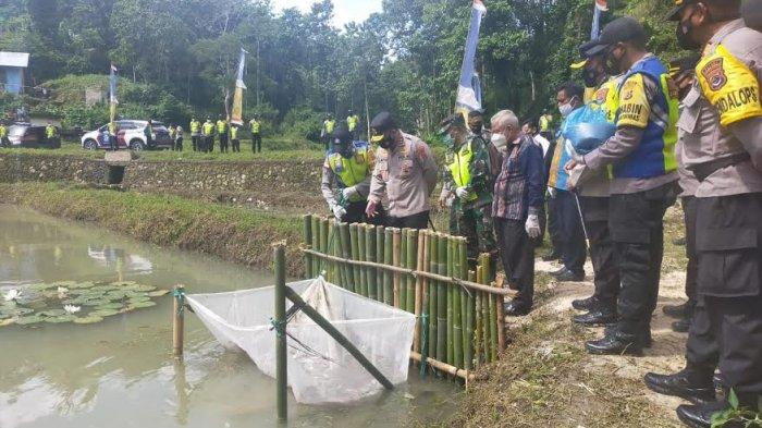 Kapolda NTT : Warga Kembangkan Kolam Ikan Demi Tingkatkan Ekonomi Masyarakat
