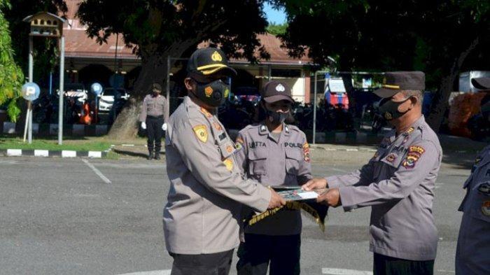 Berhasil Dalam Tugas, 8 Anggota Polisi di Sikka Diberi Penghargaan