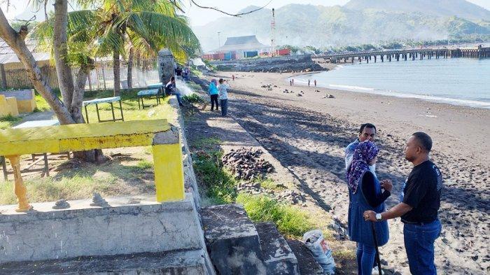 Forkompinda Ende Ramai-Ramai Bersihkan Pantai
