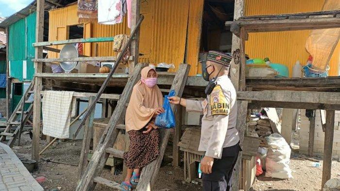Bhabinkamtibmas di Kabupaten Manggarai Barat Door to Door Bagi Hewan Kurban
