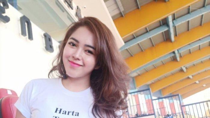 Bobotoh cantik ini ingin dan rindu nonon Persib Bandung