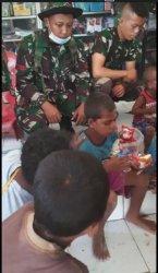 Anggota TNI Yon Raider Khusus 744/SYB Selamatkan 3 Anak Terjebak Banjir