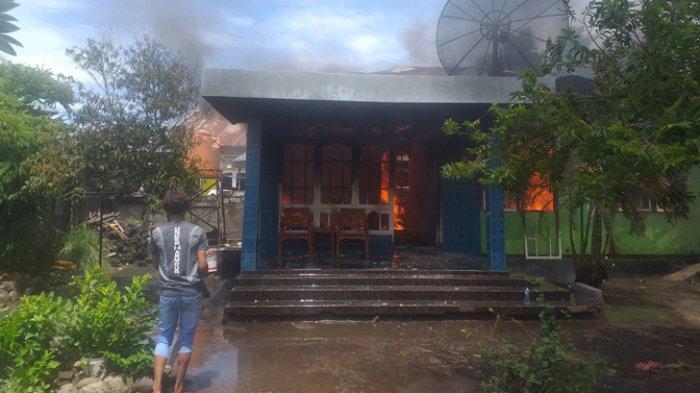 BREAKING NEWS: 15 Menit Rumah Warga Ende Ludes Dilalap Api
