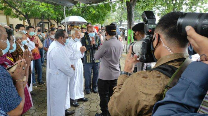BREAKING NEWS: Kapolri Jenderal Listyo Sigit Prabowo Disambut Hujan di Gereja Santo Yosef Naikoten