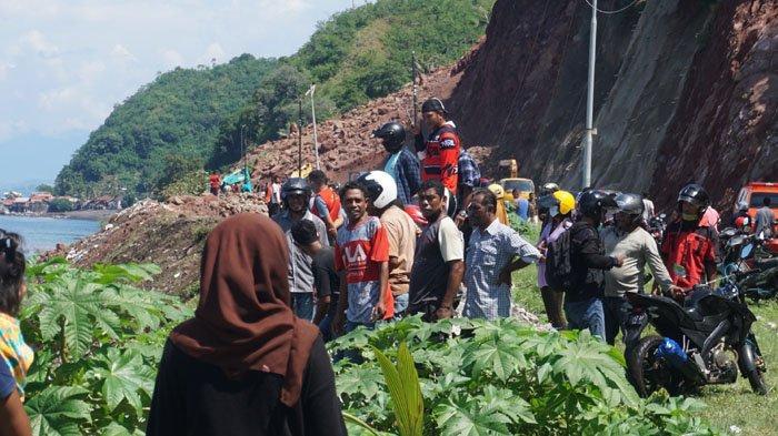 BREAKING NEWS: Longsor di Kilometer 3 Ndao Transportasi Keluar Masuk Kota Ende Lumpuh