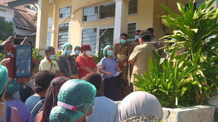 BREAKING NEWS: Puluhan Tenaga Kesehatan di RSUD WZ Johannes Kupang Demonstrasi ke Manajemen