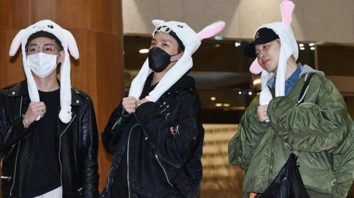 Lucunya 3 Member BTS Ini Pakai Bunny Hat, J-Hope, Jimin, dan V Kena Hukuman saat Berangkat ke Jepang