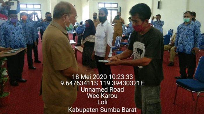 Bupati Agustinus Niga Dapawole Launching Penyaluran BST