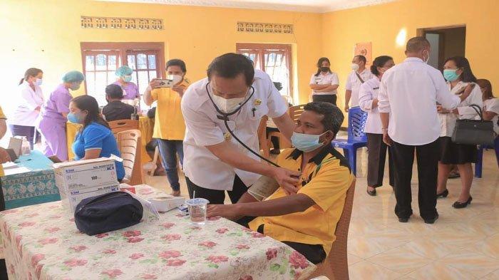 Bupati Belu Bantu Layani Pasien di Rumah Sakit Atambua