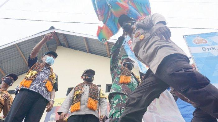 Bupati Kapolres Dandim Lauching Kampung Tangguh, Warga Pulau Ende Antusias Cegah Covid-19, INFO
