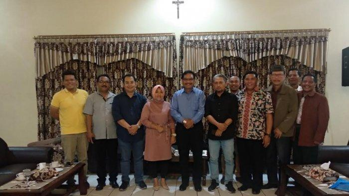 bupati-manggarai-bersama-pimpinan-pt-timor-media-gradika-dan-pos-kupang.jpg