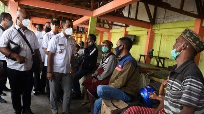 Tinjau Pasar Puni Ruteng, Bupati Hery Dengar Saran dan Masukan dari Pedagang