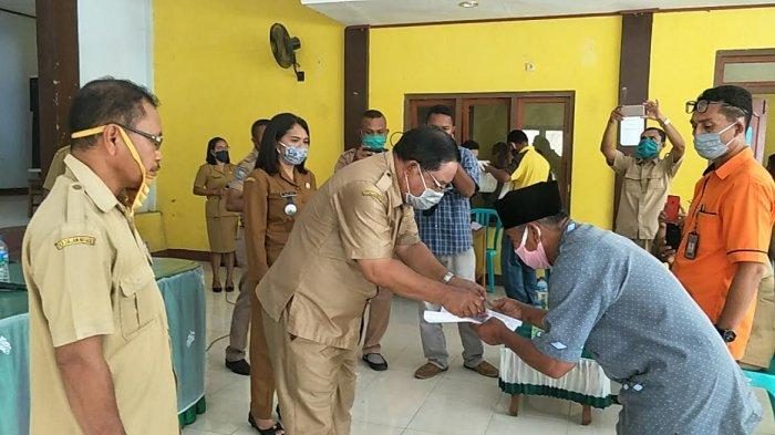 Pemkab Matim Launching BST di Kantor Camat Borong, Ande Agas: Bapak-bapak Uangnya Jangan Beli Rokok