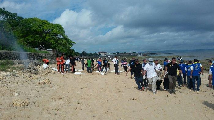 BWS NT II Bersihkan Pantai Pasir Panjang saat Peringatan Hari Air Dunia ke XXV di Kupang