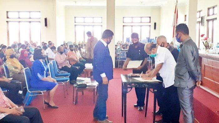 Bupati Niga Dapawole Minta Lembaga Agama Dan Pendidikan Gunakan Dana Hibah Sesuai Rencana