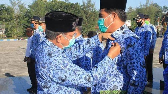 Bupati Niga Serahkan Akta Koperasi Taman Mamoli