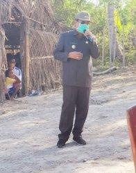 Bupati Niga Serahkan Bantuan Stimulan Buat Warga Kampung Adat Deke