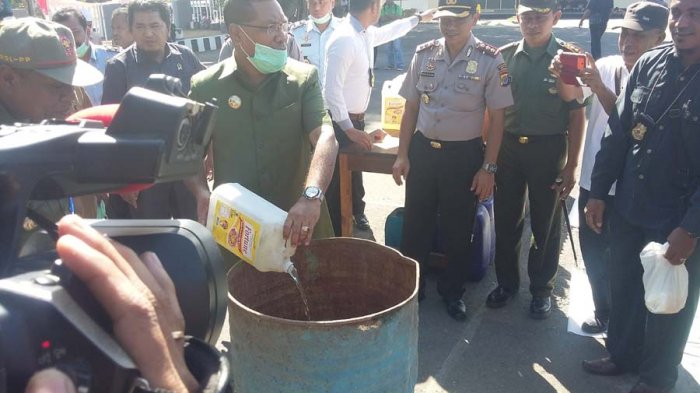 Ratusan Liter `Moke' dan Peralatan Judi Dimusnahkan
