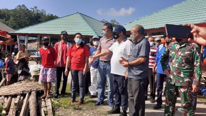 Pejabat Bupati Sumba Barat Bersama Bupati Terpilih Tinjau Pasar Lama dan PasarWeekarou