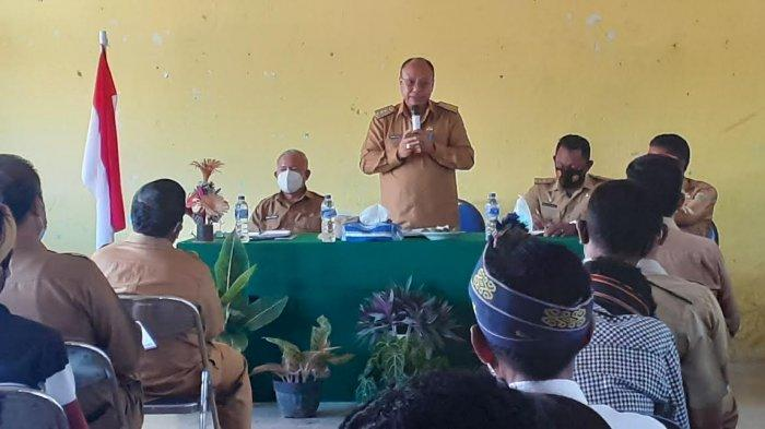 Berkunjung Ke Desa Kodaka Kabupaten Sumba Barat, Bupati Yohanis Dade : Warga Perketat Prokes