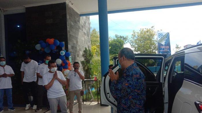HUT Ke-59 Bank NTT, Bupati Khristofel Praing Potong Tumpeng