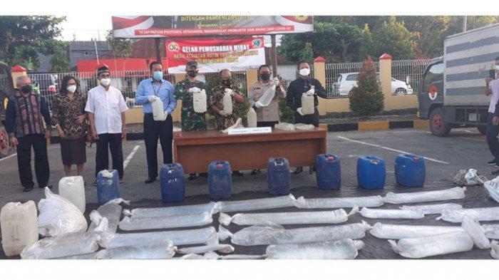 Bupati Sumba Barat Hadiri Pemusnahan 6,7 Ton Miras Di Polres Sumba Barat