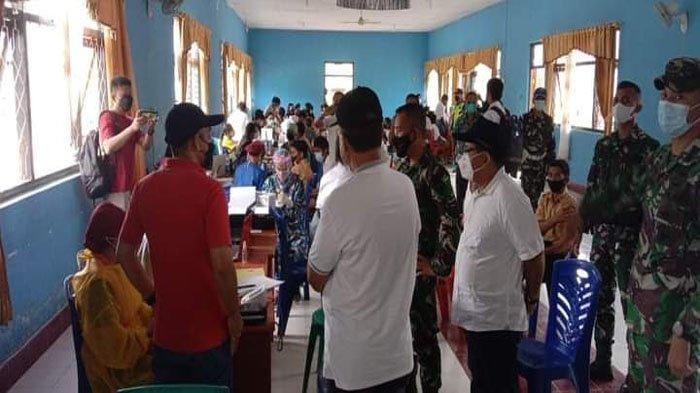 Bupati Yohanis Dade Tinjau Pelaksanaan Vaksin Covid-19 Di SMUN I Kota Waikabubak, Sumba Barat
