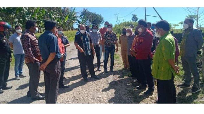 Bupati Yohanis Meninjau Kondisi Ruas Jalan Waikabubak-Waibangga, Sumba Barat