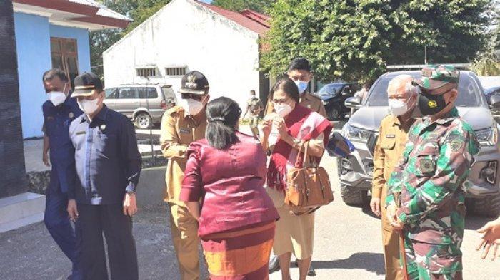 Ratusan Warga Kecamatan Tanah Righu Sambut Kunjungan Perdana Bupati Dan Wakil Bupati Sumba Barat
