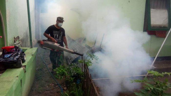 Cegah Covid-19 & DBD Kodim 1604/Kupang dan Tim Kesehatan RST Wirasakti Lakukan Fogging