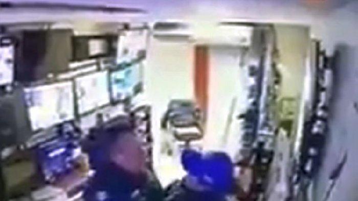 Terekam Sedang Begituan Saat Jam Kerja, 2 Polisi Meksiko Ini Dipecat