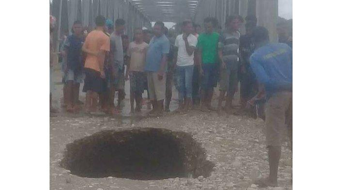 Curah Hujan Tinggi, Sebuah Jembatan di Desa Ponu Rusak Berat