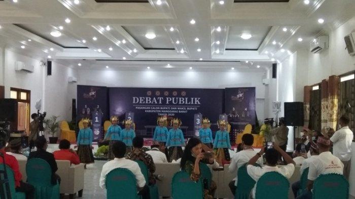 Pilkada Mabar: Tari Ombeng Buka Debat Publik Paslon Bupati dan Wabup Manggarai Barat
