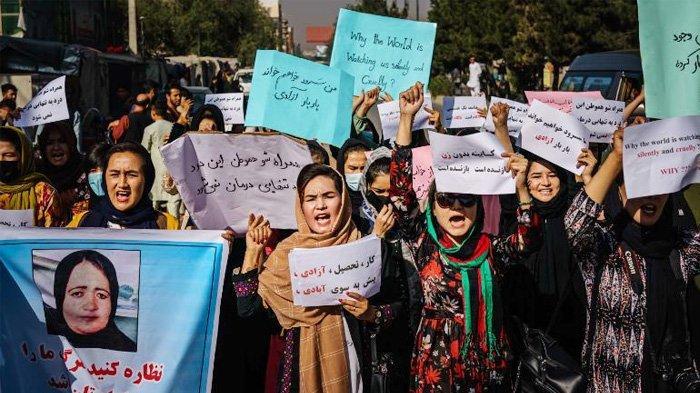 Pejuang Taliban Cambuk Wanita Afghanistan yang Protes Pemerintah Sementara yang Semuanya Laki-laki