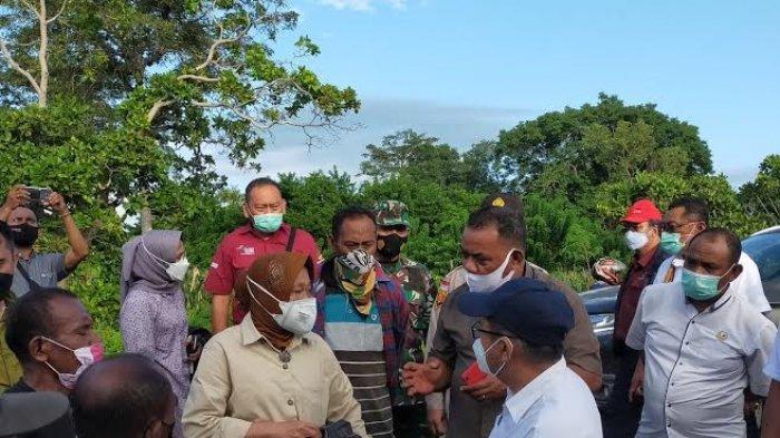 Bertemu Mensos Risma, Warga Terdampak Banjir Ile Ape Kabupaten Lembata Minta Direlokasi
