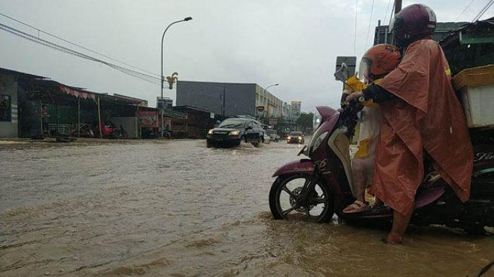 Diguyur Hujan Dua Jam, Jalur TDM Kupang Terendam