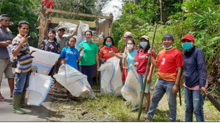 Dinas Lingkungan Hidup Sumba Barat, SBD dan Biara Redemptoris Bersihkan Sampah di KM 7