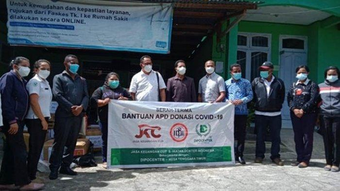 Dipo Center Bagikan APD untuk Nakes di Puskesmas Kota Bajawa