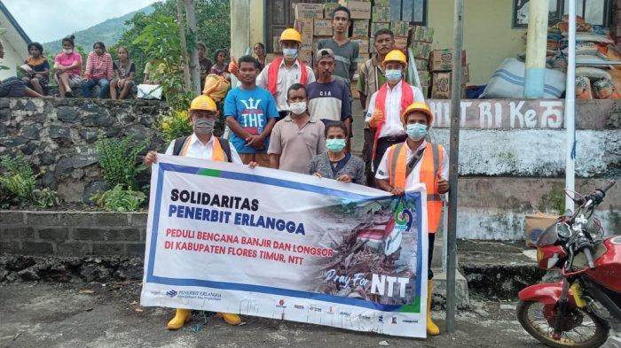 Penerbit Erlangga Distribusikan Bantuan Untuk Warga NTT Yang Terdampak Bencana Banjir