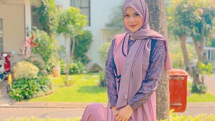Masuk Islam dan Tinggalkan Dunia Malam,DJ Katty Butterfly Senang Putrinya Baru 2 tahun Pintar Shalat