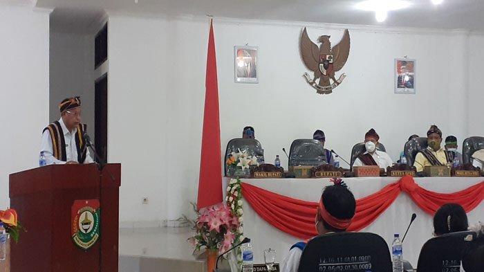 DPRD Sumba Barat Deklarasi Dukungan Pembangunan Pariwisata Gunakan Pakaian Adat Lengkap