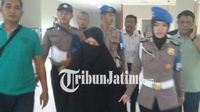 Ditanya Polisi, Istri Pelaku Teror Bom di Pasuruan Mengatakan Hal Ini