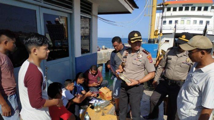 Dua Barang Disita Kepolisian Saat Kapolres Sumba Timur Operasi Pekat di Pelabuhan Fery Waingapu