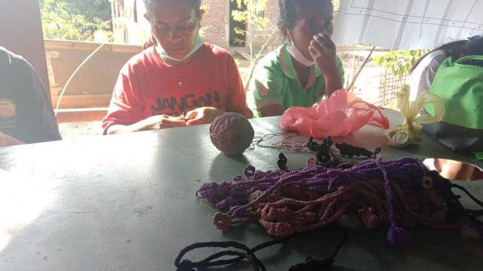 LSM Barakat Fasilitasi Pembuatan dan Penjualan Konektor Masker Buatan Penyintas Bencana