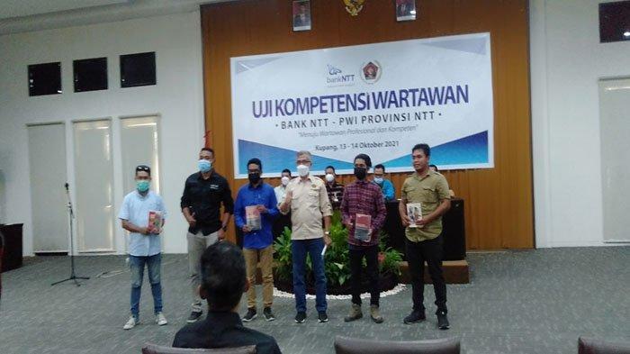 Dua Wartawan Pos Kupang Raih Nilai Tertinggi dalam UKW yang Digelar PWI dan Bank NTT