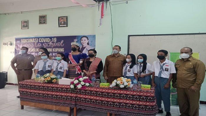 Dukung Pembelajaran Tatap Muka, Istri WagubNTT Gelar Vaksinasi di SMA KatolikGiovanni Kupang
