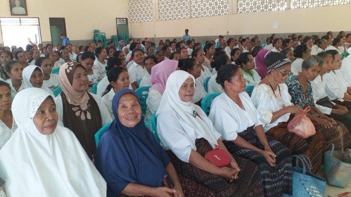 SSV Paroki Onekore Serahkakan Sembako Kepada Umat Lintas Agama